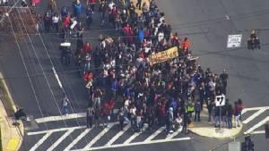 อเมริกาป่วนไม่เลิก!! นร.หลายมลรัฐก่อหวอดลุกจากห้องเรียนประท้วงต้านทรัมป์