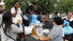 คนกินข้าว ต้องช่วยคนปลูกข้าว