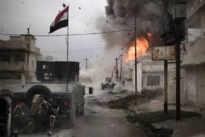 """ไอเอสฆ่าชาวบ้าน 21 คนเชื่อให้ข่าวอิรัก แบกแดดคุยยึดพื้นที่ 1/3 """"โมซุลตะวันออก"""""""