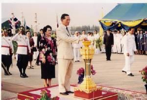 """""""อนุสรณ์สถานแห่งชาติ"""" สดุดีวีรชนผู้กอบกู้ เชิดชู """"จอมทัพไทย ร.9"""" ผู้เป็นหัวใจของทหารกล้า"""