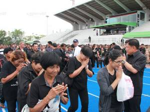 ชุดที่ 2 ชาวพัทลุง 750 คน เดินทางเข้ากราบถวายบังคมพระบรมศพฯ ที่กรุงเทพฯ