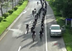 นักปั่นจักรยานภาคใต้เดินทางถึง จ.ตรัง มุ่งหน้า กทม.ถวายบังคมพระบรมศพในหลวง ร.๙