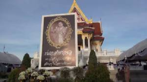 ผู้ว่าฯ ชลบุรี-จันท์ นำประชาชนร่วมตักบาตร ถวายเป็นพระราชกุศล