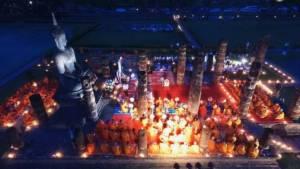 สาธุ! พระสงฆ์ 48 วัดสวดกลางวัดโบราณสุโขทัย ถวายพระบรมศพ ร.๙