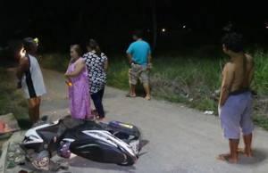 หนุ่มขี่ จยย.บุกเคลียร์ หลังหมาถูกชนตายไม่ใยดี ก่อนวิวาทกัน คนร้ายย้อนเกล็ดยิงปืน-ทุบรถ