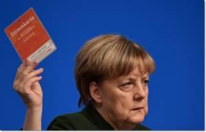 """InClips : """"อังเกลา แมร์เคิล"""" ก่ายหน้าผาก ตัดใจปล่อยงบ 150 ล้านยูโร ให้เงินลี้ภัยอิรัก-อัฟกัน กลับประเทศ กู้สถานการณ์ยื้อตำแหน่งผู้นำเยอรมนีในเลือกตั้งปี 2017"""