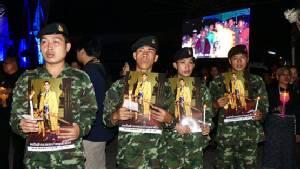 ชาวอำเภอธัญบุรีร่วมจุดเทียนถวายอาลัยสำนึกในพระมหากรุณาธิคุณในหลวง ร.๙
