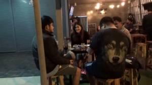 อากาศหนาวร้านอาหารที่อุบลฯ ตั้งเตาไฟให้ลูกค้าที่มาใช้บริการ
