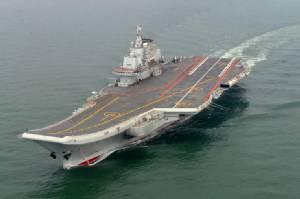 """ยิ่งใหญ่! จีนส่งเรือบรรทุกเครื่องบิน """"เหลียวหนิง"""" ซ้อมรบกระสุนจริงครั้งแรก (ชมคลิป)"""