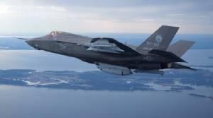 """""""ล็อกฮีด"""" รับปากจะลดต้นทุนผลิต F-35 หลัง """"ทรัมป์"""" ขู่เลือก """"F-18 ซูเปอร์ฮอร์เน็ต"""" จากค่ายโบอิ้งมาใช้แทน!!"""