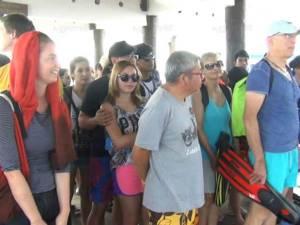 ท่องเที่ยวทะเลตรังคึกคักรับปีใหม่ จนท.คุมเข้มเสื้อชูชีพ และของมึนเมาเป็นพิเศษ