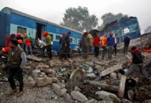 """เกิดเหตุ """"รถไฟตกราง"""" ในอินเดีย เจ็บอย่างน้อย 43 ราย"""