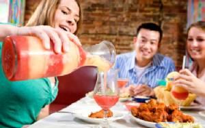 ไม่อยากร่างพังฟังทางนี้! 6 วิธีกินให้สนุกและสุขภาพดีช่วงปีใหม่