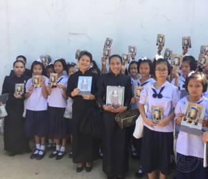 ปวงพสกนิกรชาวไทยน้อมสำนึกในพระมหากรุณาธิคุณ เดินทางกราบพระบรมศพในหลวง รัชกาลที่ ๙
