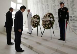 ผู้นำ US-ญี่ปุ่น รำลึกเพิร์ลฮาร์เบอร์ แต่ไร้คำขอโทษ แถม รมต.ปลาดิบเยือนศาลเจ้าสงครามโลก
