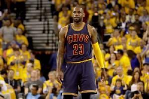 """""""เลอบรอน"""" จวก NBA ไม่แฟร์ ประเมินผู้ตัดสินแค่ 2 นาที"""