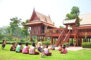 เช่าชุดไทยใส่เที่ยวกรุง มูลค่าเพิ่มที่รัฐยังไม่ได้คิดทำ?