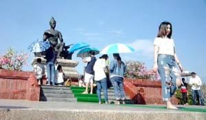 ทั้งไทย-เทศแห่ขอพรแม่ย่า-พ่อขุนรามฯ เริ่มต้นชีวิตใหม่ปี 60 คึกคัก