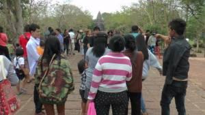 นักท่องเที่ยวนับหมื่นแห่ชมความงามบนปราสาทหินพนมรุ้ง