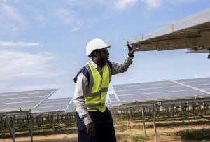 """โรงไฟฟ้าพลังงานแสงอาทิตย์ความหวังชาว """"ยูกันดา"""""""