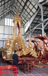 9 มกราคม ช่างสิบหมู่บูรณะพระมหาพิชัยราชรถ