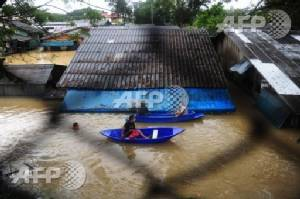 12 dead as torrential rain submerges Thai south