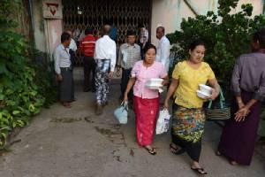 ชาวพม่าหัวรุนแรงบุกเข้าขวางล่มงานพิธีชาวมุสลิมกลางย่างกุ้ง