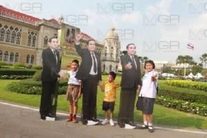 เด็กไทยอยากได้สมาร์ทโพน แท็บเล็ต เป็นของขวัญจากนายกฯ พร้อมเป็นเด็กดี ให้รอยยิ้มกลับคืนผู้นำประเทศ