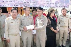 หลายหน่วยงานใน จ.ชลบุรี และจันทบุรี พร้อมใจมอบเงิน สิ่งของช่วยพี่น้องภาคใต้