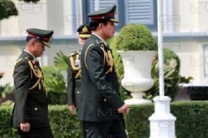 """""""บิ๊กตู่"""" สวมชุดทหารเป็น ปธ.ถวายราชสักการะ ร.๕ วันกองทัพไทย """"ชัยสิทธิ์"""" โผล่ร่วม"""
