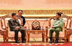 """ผบ.กองทัพพม่า """"มินอองหล่าย"""" บอกพระเจ้าอยู่หัวในพระบรมโกศ ทรงเป็นหัวใจของชาวไทย"""