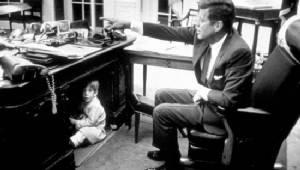"""""""บาร์รอน ทรัมป์"""" เด็กชายคนแรกของทำเนียบขาวในรอบ 54 ปี"""