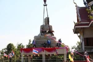 ประชาชนร่วมยกพระพุทธปางเมตตาใหญ่ที่สุดภาคตะวันออกขึ้นประดิษฐาน