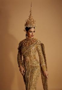 """เปิดเบื้องลึก... ชุดประจำชาติไทย """"Jewel of Thailand""""  กับดีไซน์เนอร์สุดปัง!! """"ส้มโอ-หิรัญกฤษฏิ์"""""""