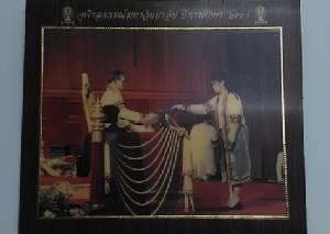 """บัณฑิตคนสุดท้ายผู้ได้รับพระราชทานใบปริญญาบัตรจากพระหัตถ์ ร.9 """"ดร.โอบเอื้อ อิ่มวิทยา"""""""