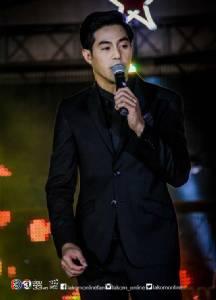 ศิลปินร่วมร้องเพลงเพื่อพ่อ  ในคอนเสิร์ต ช่อง 3 Power Team Concert จ.ราชบุรี