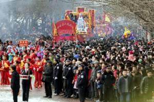 """ชาวกันซู่เรือนแสนแห่ชมขบวนพาเหรดฉลอง """"เทศกาลหยวนเซียว"""" สุดยิ่งใหญ่ (ชมภาพ)"""