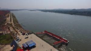 อดีต ปธ.ประเทศมาเอง เปิดท่าเรือใหม่ งานดอกงิ้วบาน กระหึ่มน้ำโขงฝั่งลาว