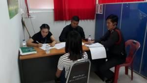 ตำรวจเอาตัวเพื่อนเด็กหญิงที่ร่วมค้าประเวณีสอบมัดแม่เล้า หลังยังปากแข็ง