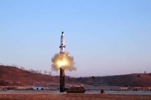"""คณะมนตรีความมั่นคง UN ประณามเกาหลีเหนือยิงขีปนาวุธล่าสุด ด้าน """"ทรัมป์"""" ขู่จะตอบโต้ให้หนัก (ชมคลิป)"""