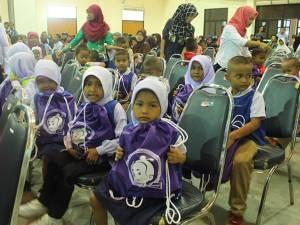 รอง ผวจ.นราฯ มอบทุนการศึกษาแก่เด็กที่ประสบอุทกภัยรวมทั้งสิ้น 30 ทุน
