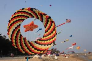 """ททท.จัดยิ่งใหญ่ """"งานเทศกาลว่าวนานาชาติประเทศไทย"""" ที่หาดชะอำ"""