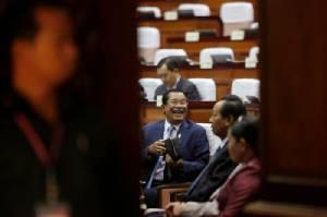 """รัฐสภาเขมรหนุนแก้กฎหมายสกัดคู่แข่ง """"ฮุนเซน"""" ลงเลือกตั้ง"""