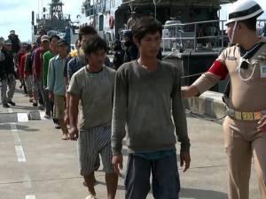 จับอีก! เรือประมงเวียดนาม 3 ลำ ลอบคราดปลิงทะเลในน่านน้ำไทย คุมตัวลูกเรือ 12 คน