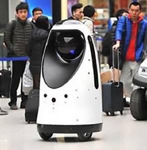 ฮือฮา! จีนสุดล้ำใช้ตำรวจหุ่นยนต์รักษาความปลอดภัยสถานีรถไฟ
