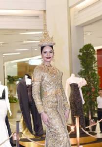 """น่าดูสุดๆ """"น้ำตาล-ชลิตา"""" มิสยูนิเวิร์สไทยแลนด์ 2016 ขนชุดที่ใช้ในการประกวดมาจัดโชว์"""