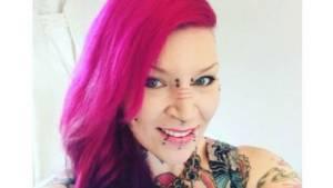 บ้าไปแล้ว!สาวอังกฤษทำสยอง ตัดนิ้วตัวเองโพสต์โชว์บนเฟซบุ๊ก