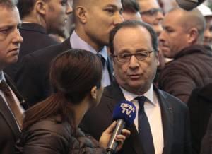 """""""ออลลองด์"""" ฉุนขาด """"ทรัมป์"""" วิจารณ์ปารีสป้องกันก่อการร้ายหละหลวม-ซัดกลับที่ """"ฝรั่งเศส"""" ก็ไม่มีใครพกปืนไปเที่ยวกราดยิงชาวบ้าน"""