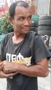 ใจพี่หล่อมาก! หนุ่มยกดัมป์รถบรรทุก ปีนช่วยลูกแมวจนปลอดภัย