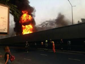 ไฟเผาโครงสะพานไทย-เบลเยียมแอ่น พื้นทรุด สั่งปิดซ่อมกว่า 1 เดือน ชั่วโมงเร่งด่วนเลี่ยงเส้นทาง